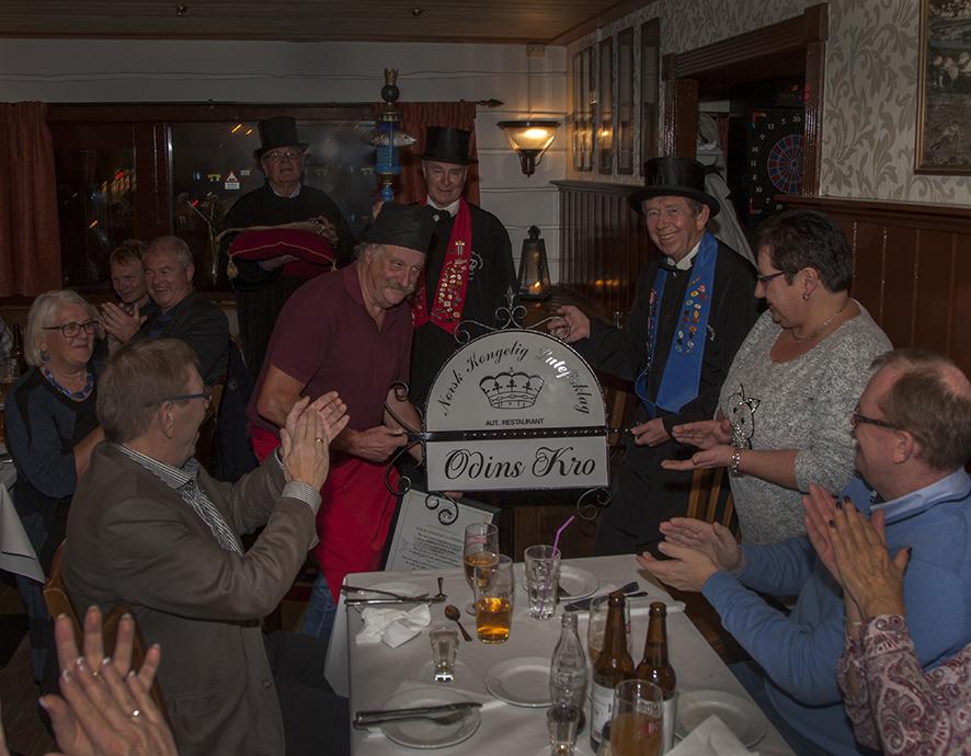 Ved tildelingen fikk Kjell Aron Johannessen ved Odins Kro et skilt til oppheng utendørs. Det forteller at Odins Kro nå er en autorisert lutefiskrestaurant.